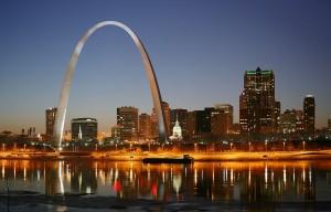 2048px-St_Louis_night_expblend